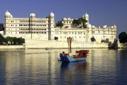 udaipur tour , pichola lake