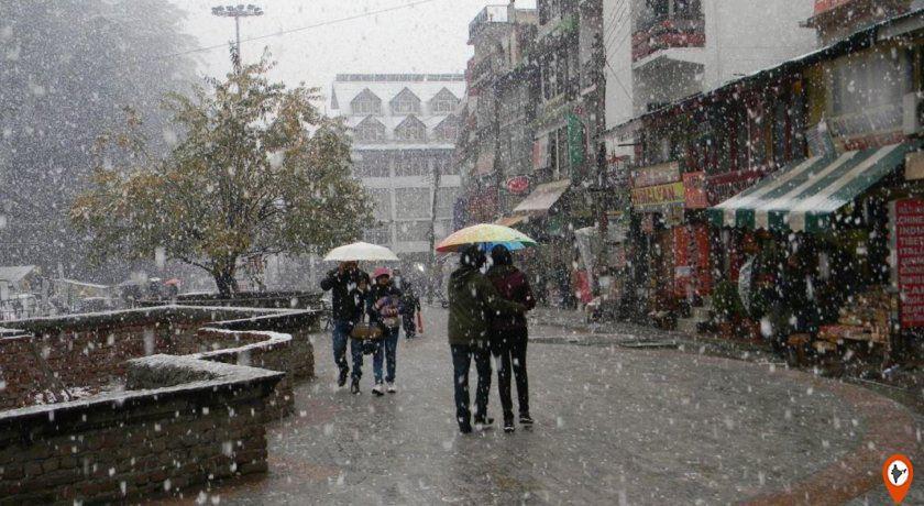 Manali-Mall-Road-during-Snowfall-