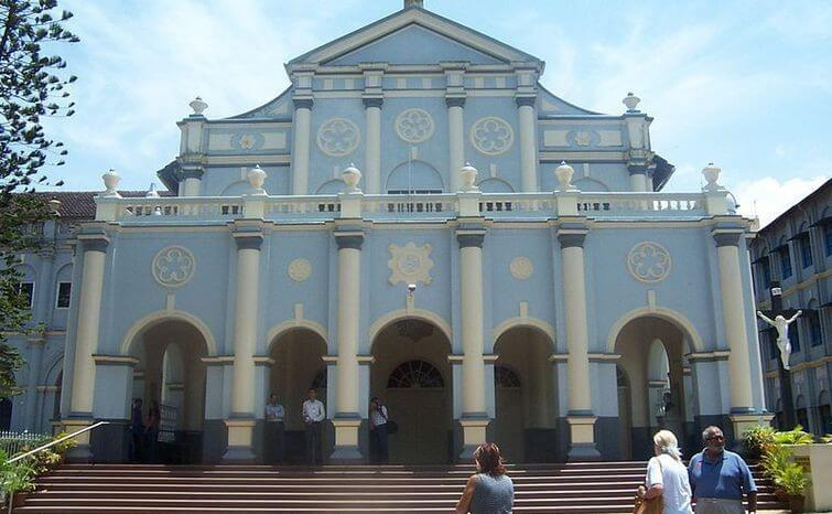 Picturesque St. Aloysius Chapel in Mangalore - indiator