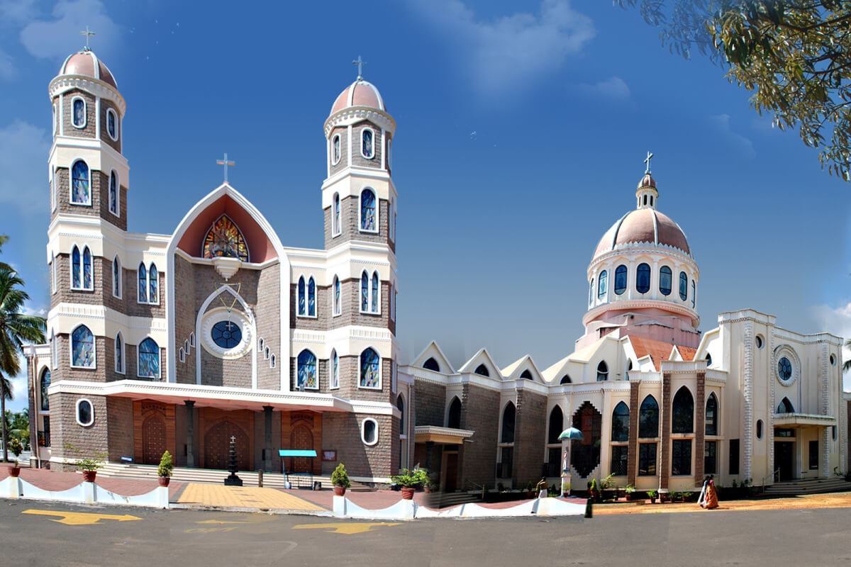 Towering Our Lady of Dolours Basilica in Thrissur - indiator